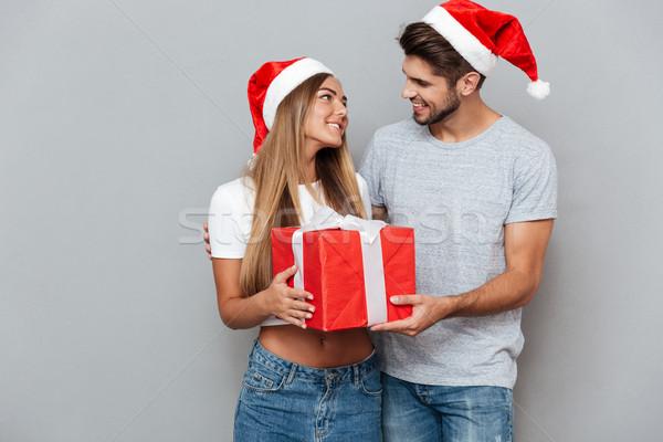 Gelukkig paar christmas geschenk glimlachend oogcontact Stockfoto © deandrobot