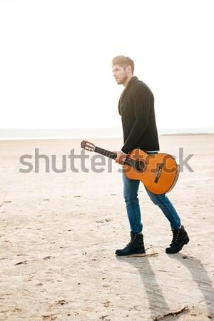 портрет мужчины музыканта ходьбе пляж гитаре Сток-фото © deandrobot