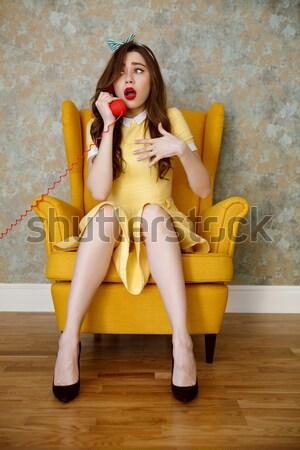 Vertical image femme fauteuil parler Photo stock © deandrobot