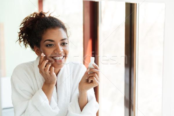 Feliz jovem africano senhora em pé Foto stock © deandrobot
