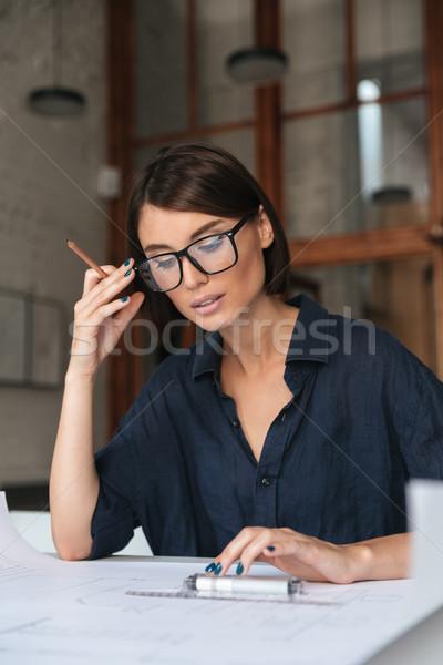 Függőleges kép töprengő üzletasszony szemüveg ül Stock fotó © deandrobot