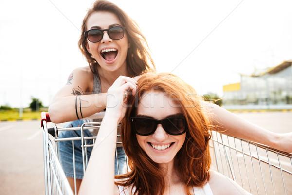 Genç şaşırtıcı kadın arkadaşlar eğlence alışveriş Stok fotoğraf © deandrobot