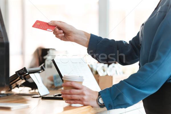 Foto stock: Mulher · café · cartão · de · crédito · café · imagem