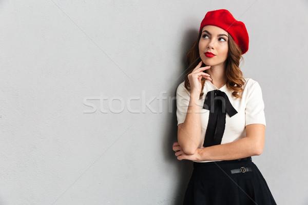 Stock fotó: Portré · figyelmes · iskolás · lány · egyenruha · pózol · áll