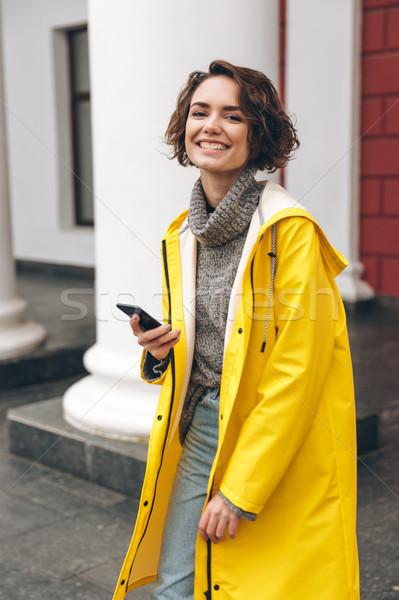 Ritratto felice gioioso donna piedi strada Foto d'archivio © deandrobot