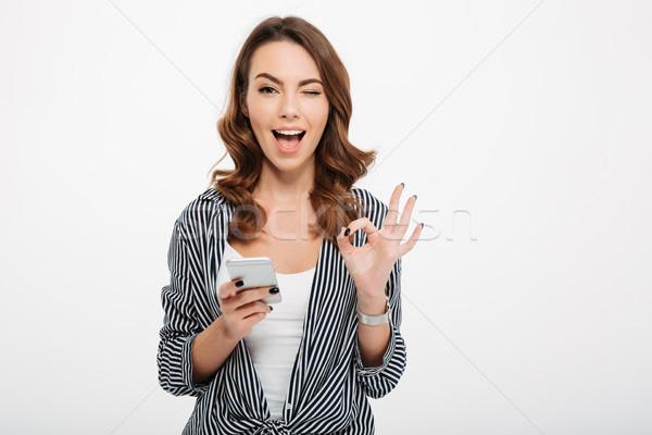 Ritratto soddisfatto casuale ragazza cellulare Foto d'archivio © deandrobot