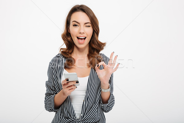Portret tevreden toevallig meisje mobiele telefoon Stockfoto © deandrobot