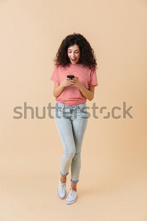 Portret wesoły podniecony dziewczyna mówić Zdjęcia stock © deandrobot
