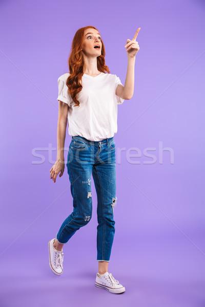 Portret zdziwiony młoda dziewczyna stałego odizolowany Zdjęcia stock © deandrobot