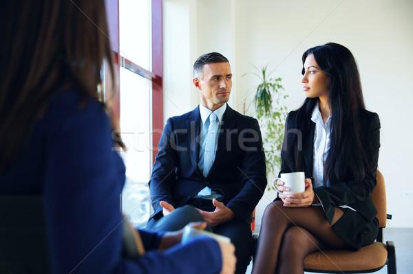 Gens d'affaires réunion bureau affaires fenêtre groupe Photo stock © deandrobot