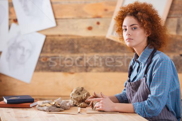 Csinos fiatal nő ül dolgozik cserépedények stúdió Stock fotó © deandrobot