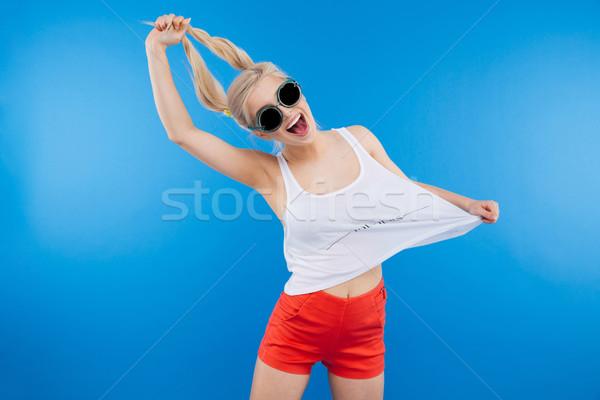женщину Солнцезащитные очки позируют синий улыбка Сток-фото © deandrobot