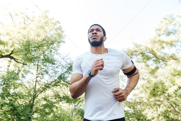 Fókuszált afrikai sportoló fut kint afroamerikai Stock fotó © deandrobot