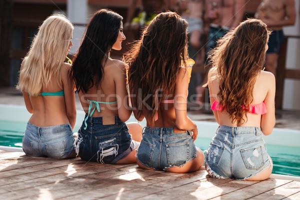 четыре длинные волосы сидят Бассейн группа Сток-фото © deandrobot