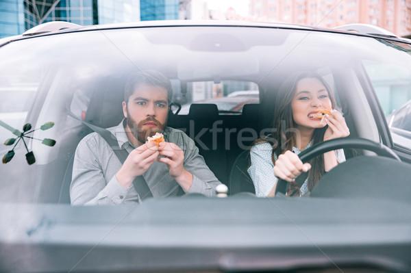 Pár eszik autó elöl kilátás lány Stock fotó © deandrobot