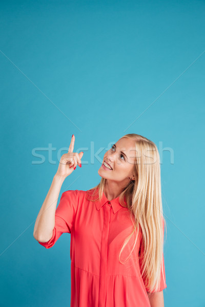 Foto stock: Retrato · menina · indicação · dedo · para · cima