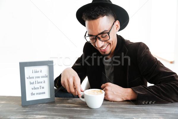 Jungen · African · Mann · Sitzung · Tabelle · Kaffee