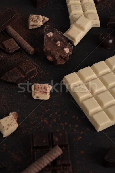 Csokoládé szelet darabok cukorkák fából készült felület közelkép Stock fotó © deandrobot