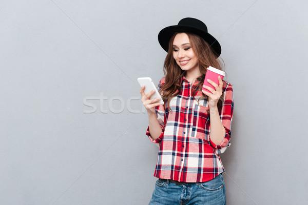 Fiatal mosolyog lány póló sms chat üzenet Stock fotó © deandrobot