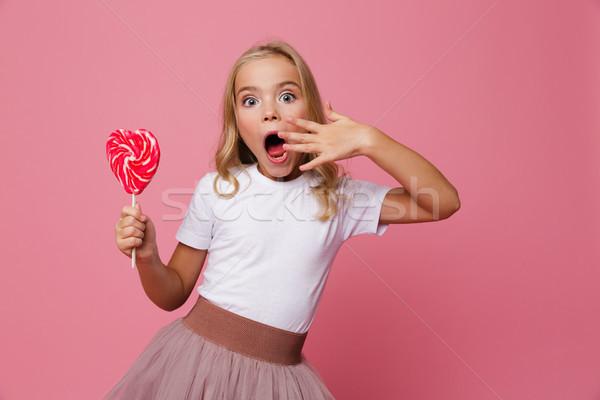 Portret verwonderd meisje hart Stockfoto © deandrobot