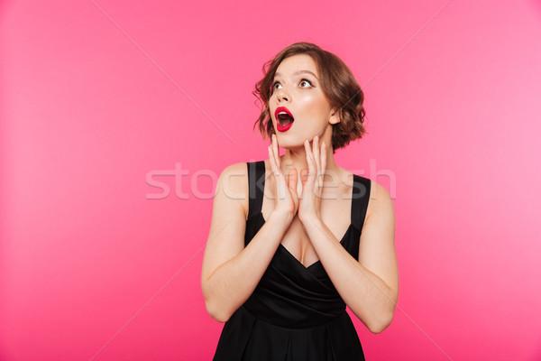Portré lány fekete ruha pózol áll másfelé néz Stock fotó © deandrobot