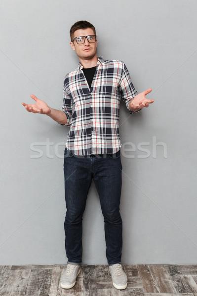 Retrato confundirse joven camisa Foto stock © deandrobot