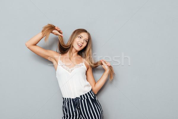 Alegre jovem menina cabelos longos posando Foto stock © deandrobot
