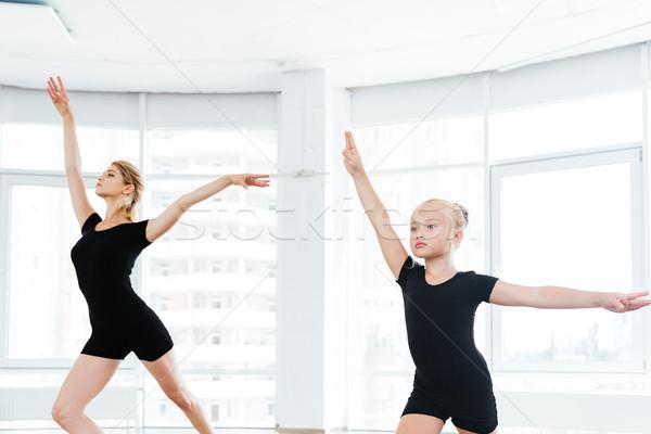 Sziluettek kicsi ballerina személyes balett tanár Stock fotó © deandrobot