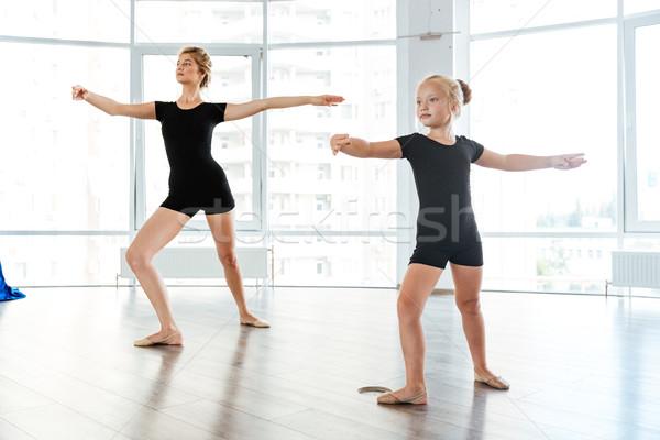 Foto stock: Little · girl · bailarina · dança · professor · dançar · estúdio
