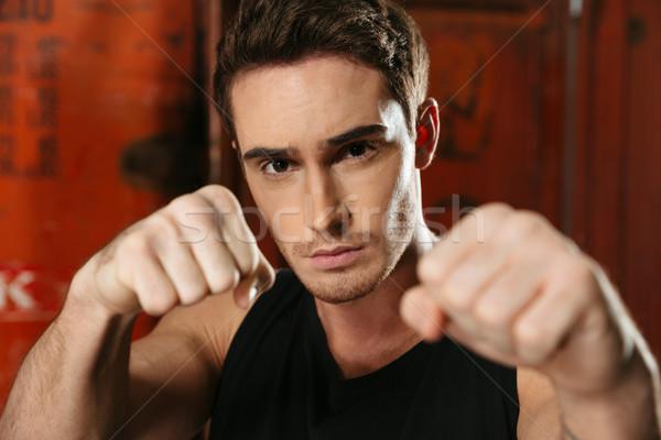 Boxeur permanent gymnase posant mains photo Photo stock © deandrobot