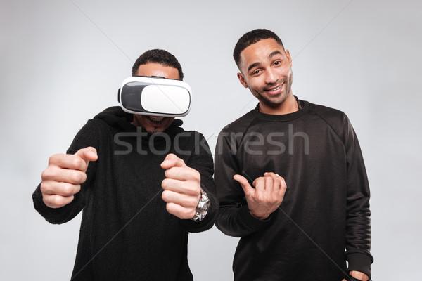 Fiatal afrikai férfiak áll virtuális valóság Stock fotó © deandrobot
