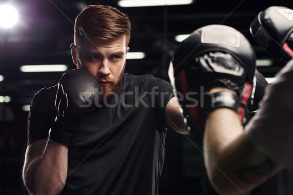 Concentrado bonito jovem forte esportes homem Foto stock © deandrobot