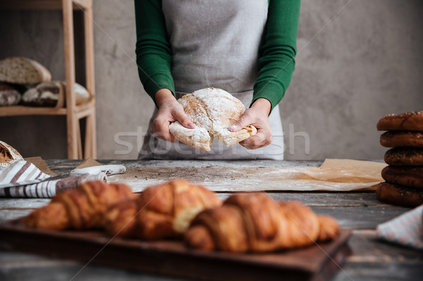 Lady Бейкер Постоянный круассаны хлеб Сток-фото © deandrobot