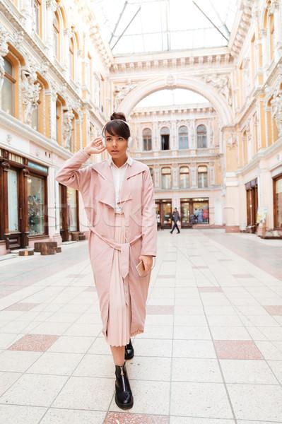 Teljes alakos portré elegáns lány rózsaszín kabát Stock fotó © deandrobot