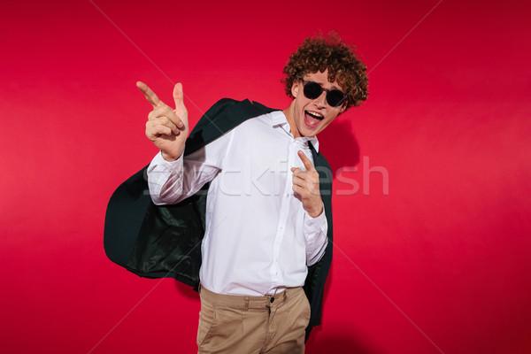 Atrakcyjny młody człowiek biały shirt kurtka wskazując Zdjęcia stock © deandrobot