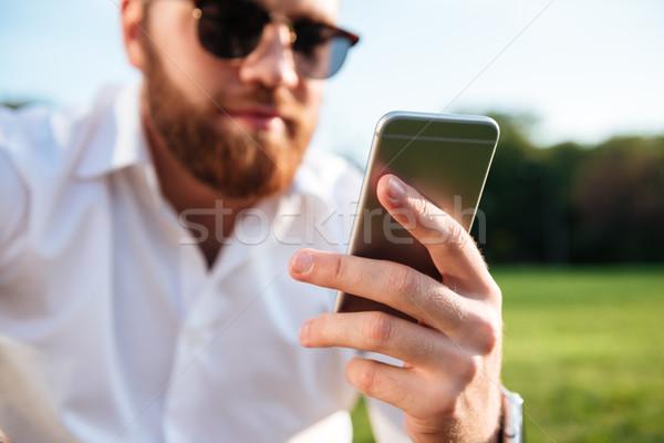 Afbeelding bebaarde man zonnebril shirt Stockfoto © deandrobot