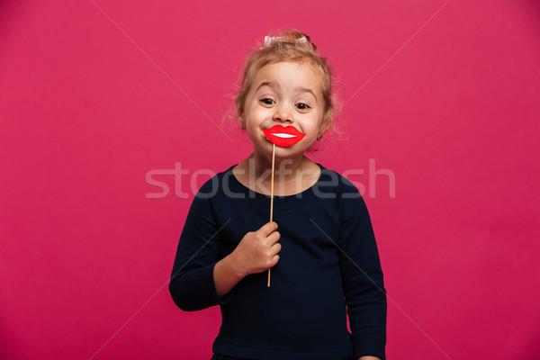 Radosny młoda dziewczyna papieru usta patrząc kamery Zdjęcia stock © deandrobot