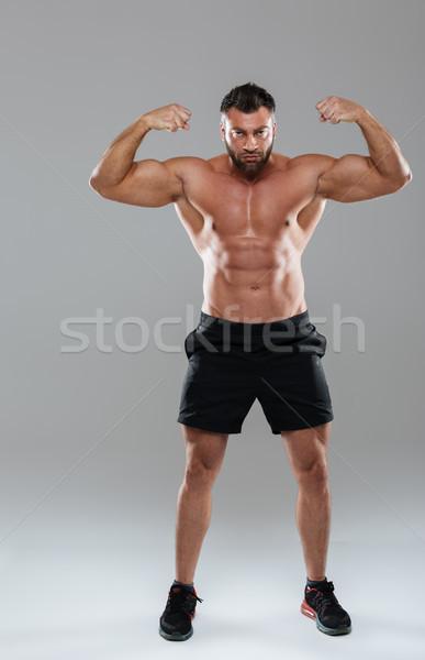 Teljes alakos portré izmos koncentrált póló nélkül férfi Stock fotó © deandrobot