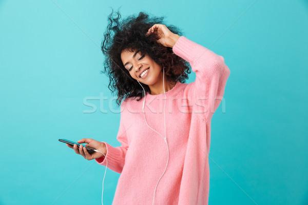 Amerikai nő alkalmi ruha tánc hallgat zenét hallgat Stock fotó © deandrobot