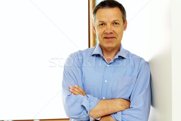 счастливым зрелый человек рук сложенный бизнеса улыбка Сток-фото © deandrobot