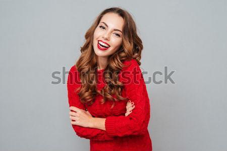 Csinos nő kacsintás kamera portré vörös ruha szürke Stock fotó © deandrobot