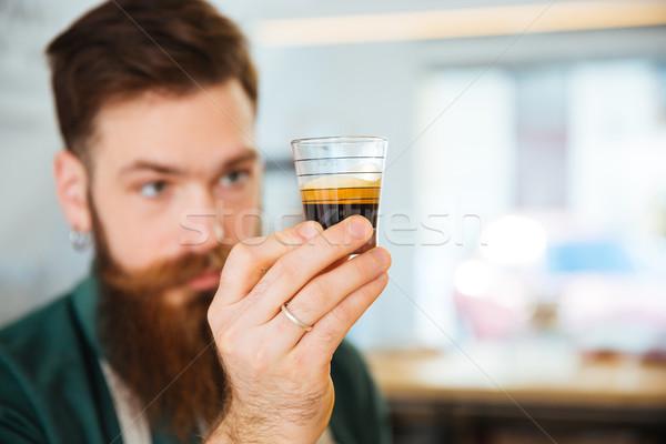 Barista glas koffie coffeeshop focus Stockfoto © deandrobot
