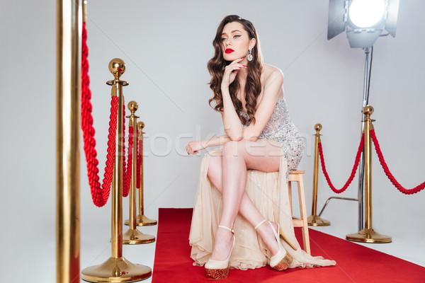 Peinzend vrouw rode loper vergadering stoel sexy Stockfoto © deandrobot