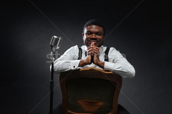 Afro amerikaanse mannelijke zanger vergadering stoel Stockfoto © deandrobot