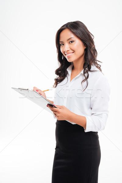 Vriendelijk jonge glimlachend asian zakenvrouw Stockfoto © deandrobot