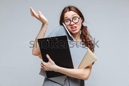 Vrouwelijke nerd praten telefoon niet grappig Stockfoto © deandrobot