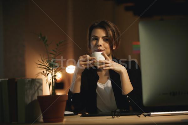 Komoly fiatal nő designer éjszaka számítógéphasználat fotó Stock fotó © deandrobot