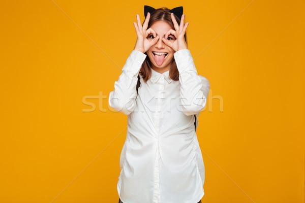 Portret gelukkig mooie schoolmeisje rugzak tonen Stockfoto © deandrobot