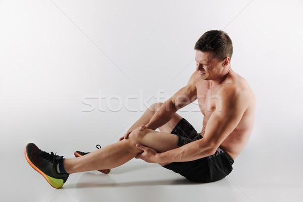 Niezadowolony młodych sportowiec bolesny uczucia nogi Zdjęcia stock © deandrobot