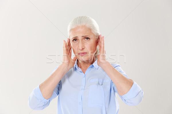 Ritratto sconvolto vecchia signora toccare testa guardando Foto d'archivio © deandrobot